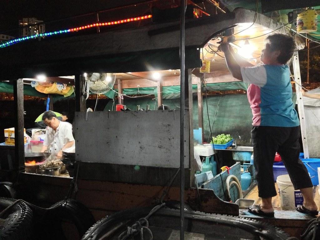 Chef Leung Hoi working his wok magic at Shun Kee