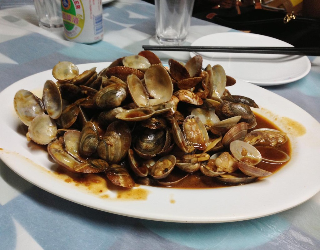 Baby clams in spicy broth at Shun Kee