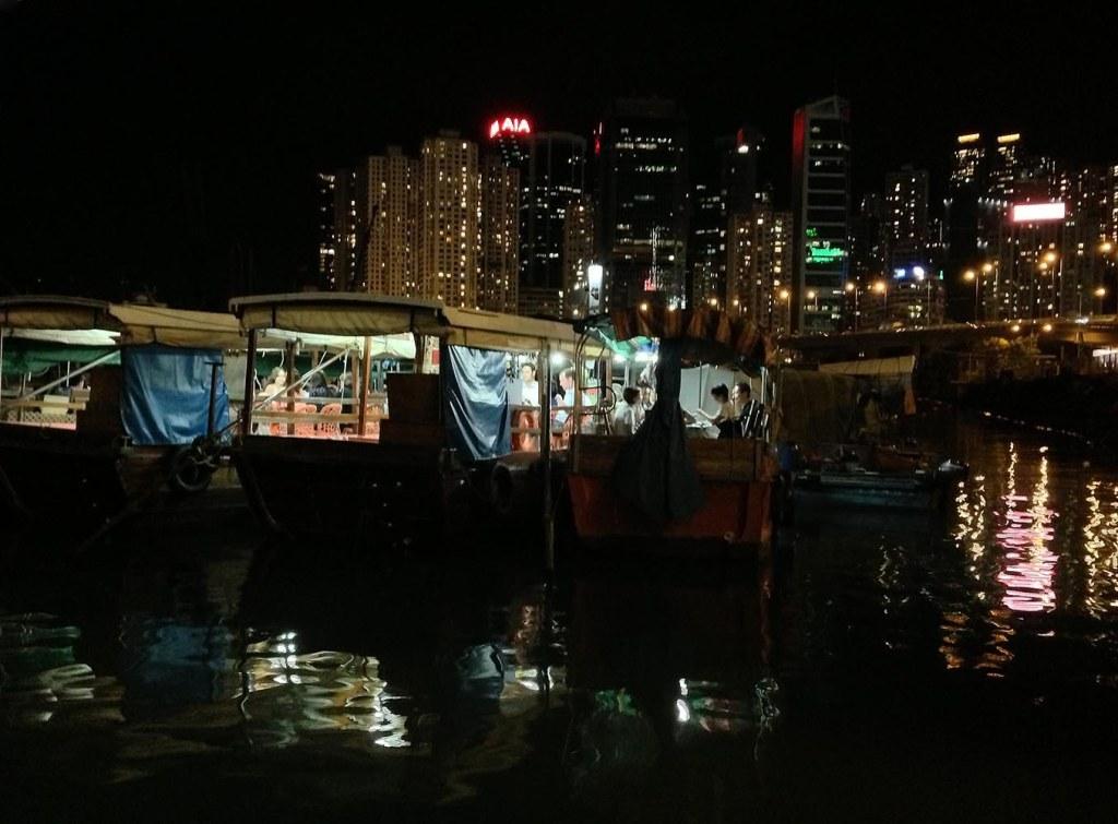 Peering onto Shun Kee floating restaurant (Causeway Bay Typhoon Shelter)