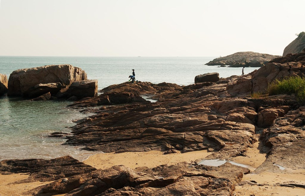 Rocky formations along Cheung Chau