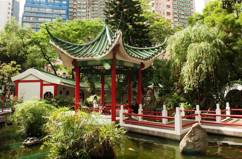 One of the things I love most about HK - the blend of east and west, old and new - right in the heart of the city (Blake Garden, Sheung Wan)