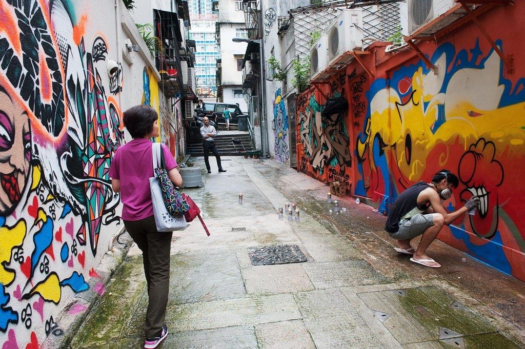 ROES saturates a Sheung Wan alley during HKwalls