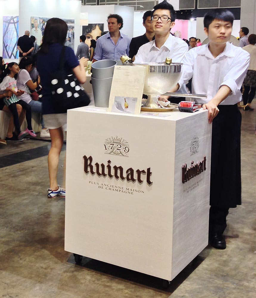 If there's one thing that HKers really enjoy, it's drinking - all the better to enjoy the day art-hopping (and don't think the irony of the name of the champagne for sale - 'Ruinart' - was lost on me, despite the actual French pronunciation!)